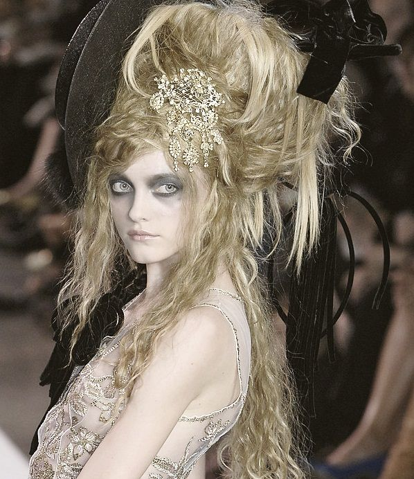 82 best images about miss havisham on pinterest great for Haute hairie