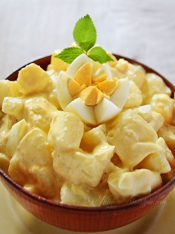Amish Potato Salad Recipe - goes with practically anything, from picnics to barbecue to lunch to dinner! - kitchennostalgia.com