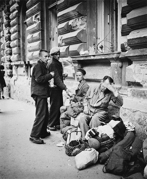Viliam Malík - Zo súboru Repatrianti, Bratislava, 1945