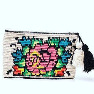 #Möchi del día: nuestro sobre Frida #Pincelli ❤️ Flores y colores #mochibcn #mochilas #handbags #bolsos #beachbags #beachaccesories #estiu #summer #verano #vacances2016 #madeincolombia #fairtrade
