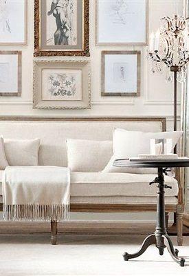 Scandinavisch antiek, vergrijsde pastels, geschilderde meubels in wit- en grijstinten, zeer licht en luchtig. Kroonluchters met veel kristal, houtvloeren (blond of met white-wash), simpele raambekleding (bijvoorbeeld rechte, linnen gordijnen). Antieke spiegels reflecteren het daglicht. Weinig 'massieve' meubels, dus liever een Biedermeier bank op pootjes.