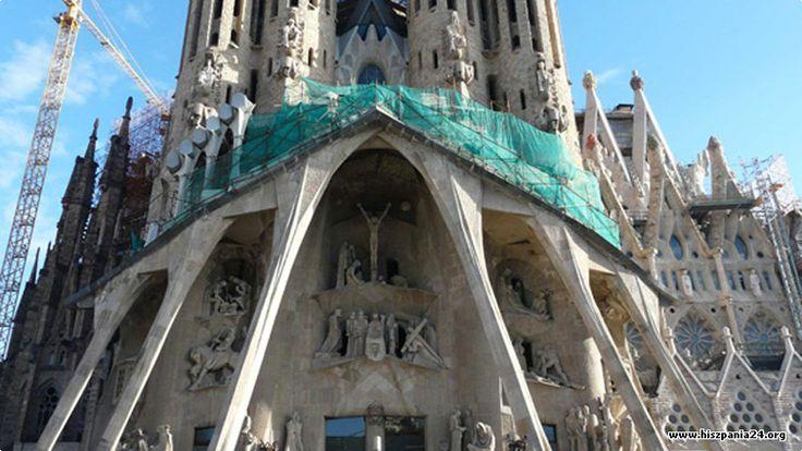 Barcelona Więcej informacji o Hiszpanii pod adresem http://www.hiszpania24.org/katalonia/barcelona