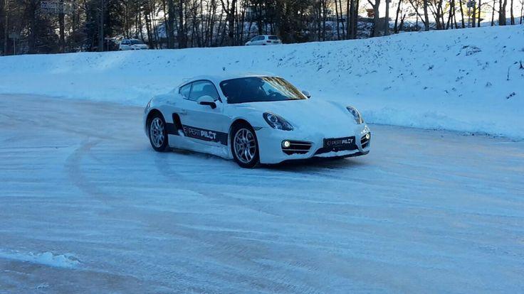 Apprenez à conduire sur la glace sur le circuit glace Expert Pilot - Abondance - Haute Savoie