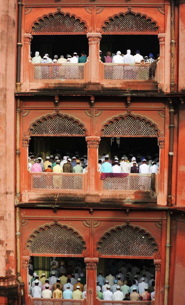 Indian Muslims offer Eid al-Fitr prayers at the Nakhoda Mosque in Kolkata on August 9, 2013.  [Credit : Dibyangshu Sarkar/AFP/Getty Images]