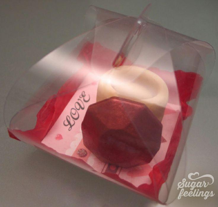 Caixa com anel de chocolate