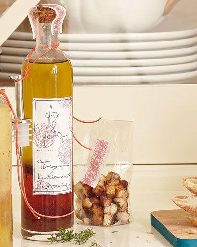 #Balsamico- #Thymian- #Vinaigrette:  5 Zweige frischer Thymian  300 Milliliter #Olivenoel  6 TL #Sojasoße  6 TL #Weissweinessig  2 TL #Balsamessig  1 #Knoblauchzehe  3 TL #brauner #Zucker  1 ½ TL #Senfpulver