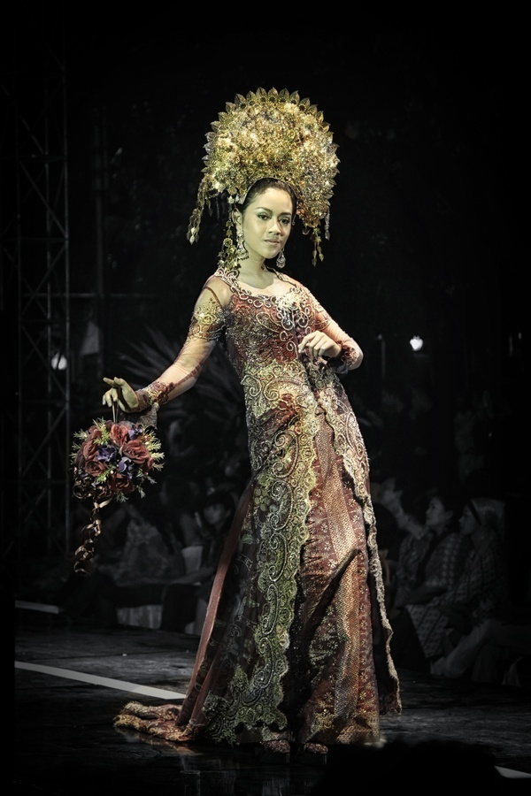 Solo Batik Fashion 2012 by Puguh Widura, via 500px