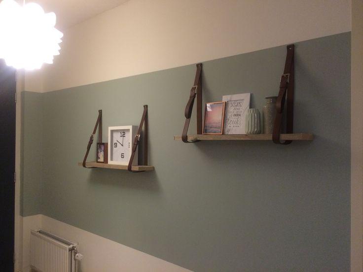 Resultaat van mijn muur in de binnenkomst gang! Schapjes zijn rest planken en de riemen zijn van de Action! Love the result! Kleur op de muur is Early dew Flexa