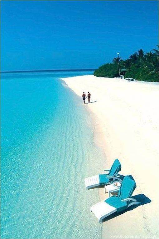 29,3 km² de playas paradisiacas, un volcán extinto y una laguna turquesa separada del mar por un arrecife. Una verdadera maravilla de la naturaleza y sin dudas el atolón mas bello del planeta