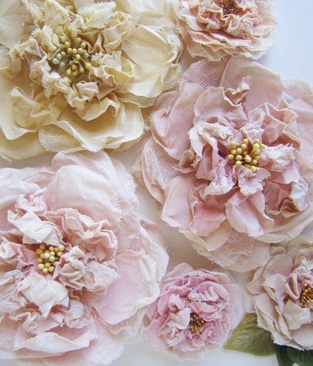 17 id es propos de faire des fleurs en tissu sur pinterest faire des fleurs en tissu. Black Bedroom Furniture Sets. Home Design Ideas