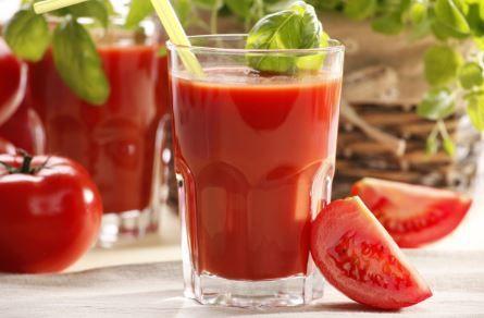 Pendant 2mois, elle a bu du jus de tomates: les résultats ont surpris les scientifiques