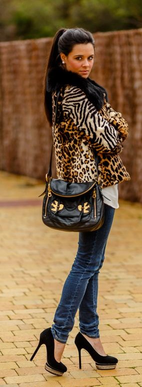 Animal print - Crimenes de la Moda - Estampado leopardo - fur coat - abrigo de pelo - pony tail - jeans - bolso marc by marc jacobs purse