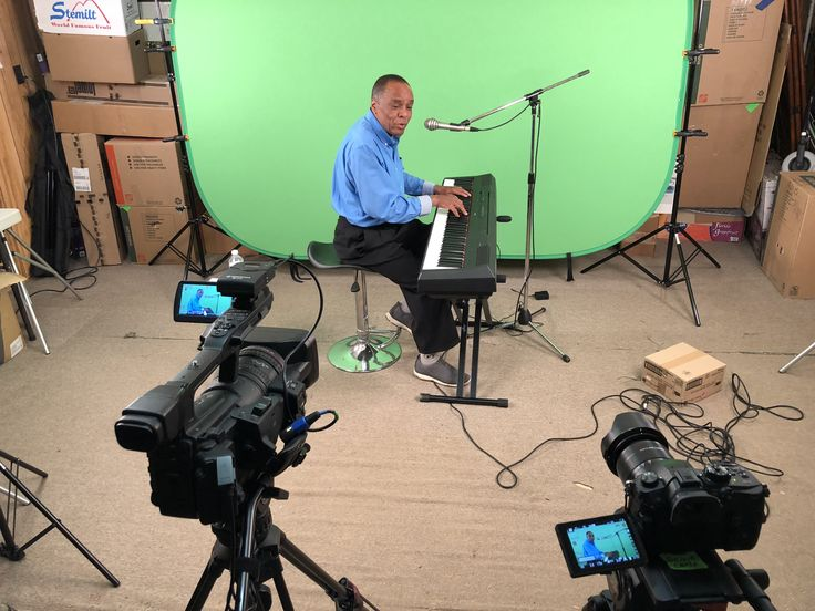 Green screen promotional video shoot. Video production / Post Production Services Toronto & GTA area (416) 274-1265 www.varietystoreproductions.com #videoeditingmarkham #videoproductionmarkham #torontovideoproduction #markhamvideoproduction #cinematographertoronto #varietystorepro