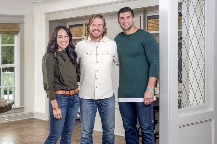 Laura Bush and Tim Tebow Set to Appear on HGTV's 'Fixer Upper'countryliving