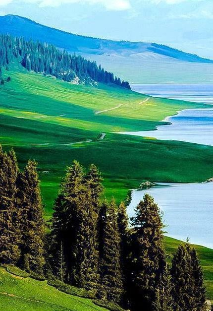 // Les Paysages Asiatiques / Heavenly Lake, Tian Chi, Urumqi, China.