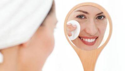 Makanan sehat untuk perawatan kulit. Banyak yang mengatakan bahwa kita adalah apa yang kita makan, dan hal ini terbukti akan berdampak pada kulit kita. Kulit adalah organ terbesar pada tubuh kita, dan asupan gizi kulit perlu untuk dibahas kali ini. Jadi lihat apa Anda telah makan, dan karena itu akan mempengaruhi kulit Anda.