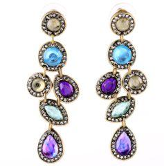 Длинные цветные серьги, выполнены в сиренево-голубой цветовой гамме. Основание сережек цвета состаренного золота, инкрустация светлыми кристаллами....