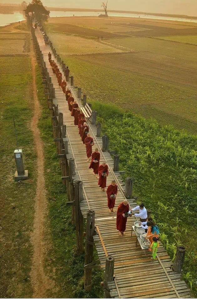 Beautiful pic of Buddhist monks on U Pein Bridge, Amarapura.