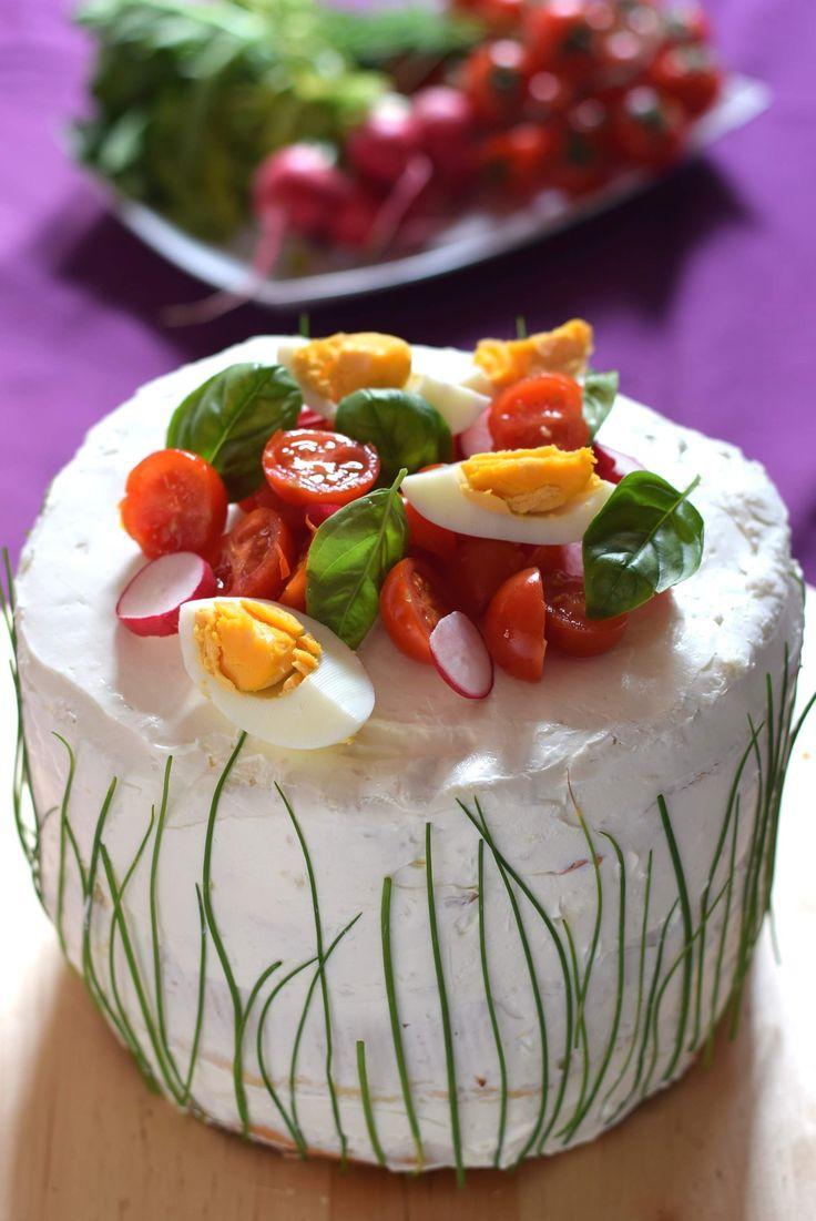 Sandwich Cake, una torta salata che assomiglia con un maxi tramezzino farcito. Anche le torte a piani salate possono essere una meraviglia.