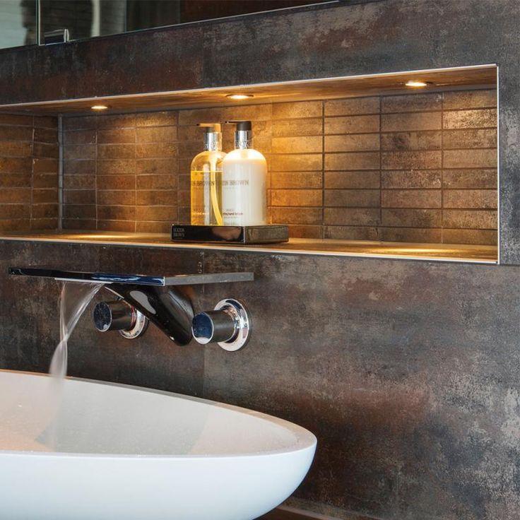 Illumina/Astro Terra: Mit dem Einbauspot Terra setzen Sie gekonnte und beeindruckende Lichtakzente. Terra ist für den Einbau im Boden konzipiert und eignet sich deshalb perfekt als dezente sowie effektvolle Beleuchtung im Flur oder auch im Bad - denn der Spot ist absolut wasserdicht und somit sogar zur Montage in der Dusche geeignet. So schaffen Sie auf simple Weise ein tolles Ambiente. #bad #badezimmer #spot #strahler #beleuchtung #dusche #boden #decke #nische #reuterde #reuter