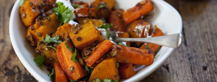 Linsen-Gemüseeintopf Zutaten: Portionen: 4  1 mittelgroße Zwiebel, fein geschnitten 2 TL Marokkanisches Gewürz 1 Zimststange 3cm große Stücke Ingwer, gerieben
