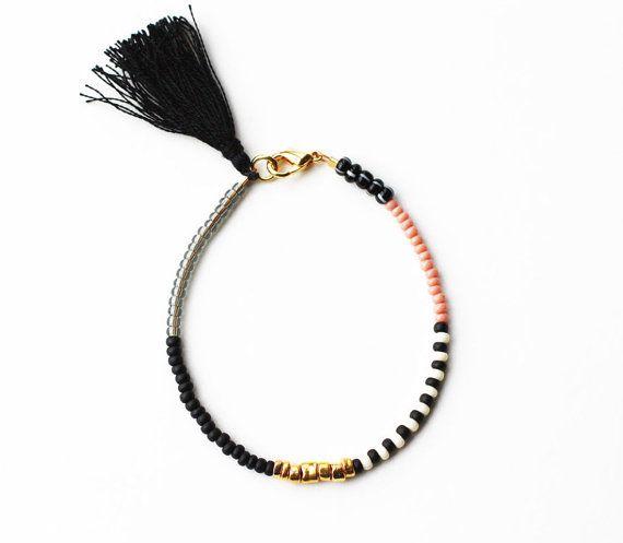 Friendship Bracelet with Tassel Black Gold Grey door feltlikepaper