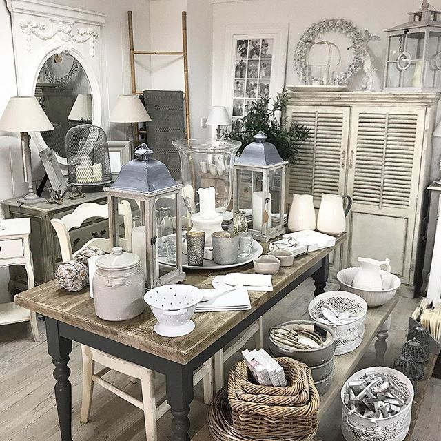 A busy old day but very exciting here in the showroom. All will be revealed very soon so watch this space. Time to go home but first I need to pop into the house to see the works that have gone on today. Have a lovely evening all of you xxx www.maisonbyemmajane.co.uk #homeinspo #homeinteriors #kitchen #paintedfurnitureshop #paintedfurniture #homestyling #countryhomesandinteriors #countryliving #danistyle #danishhome #danishinspiration #farmhousetable #frenchchic #beautifulhomes…