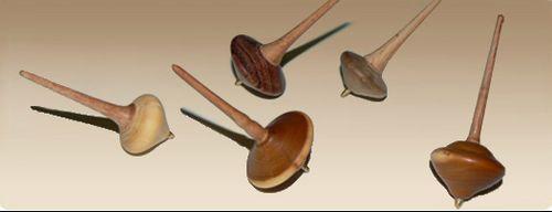Trottole da taschino in legno...il passatempo dei nostri nonni! Su www.mirabiliashop.com con tanti altri articoli artigianali speciali e rigorosamente fatti mano.
