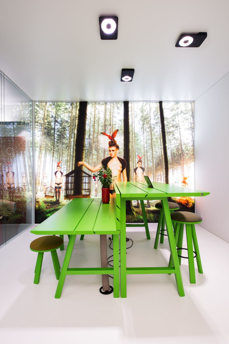 Go ahead: have a picnic in the office! Now you can work, have a meeting, stop for lunch, enjoy a beer with your coworkers at the same multifunctional table.