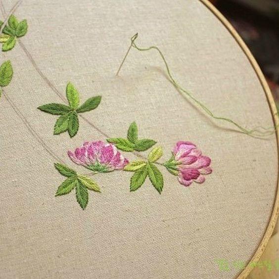 #야생화자수 #제주달구지풀 #달구지 #꿈소 #꿈을짓는바느질공작소 #자수 #embroidery #handembroidery #embroideryart #sewing #needlework #stitchart #dmc #wildflowers #trifolium #handmade
