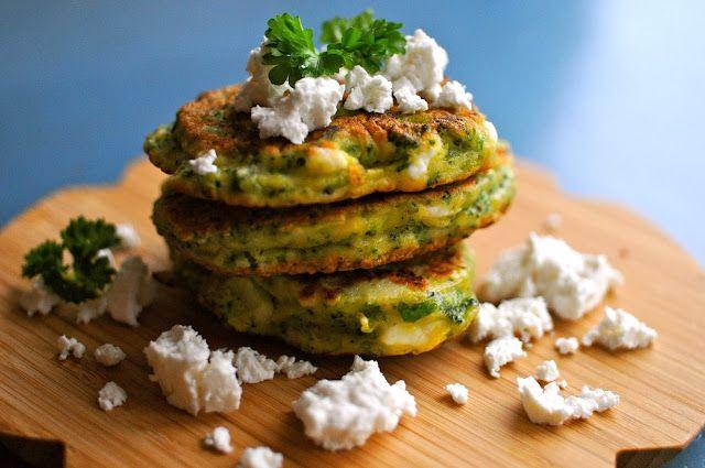 Broccoli-pandekager med gedefeta, citron og persille (udskift melen med mandelmel)