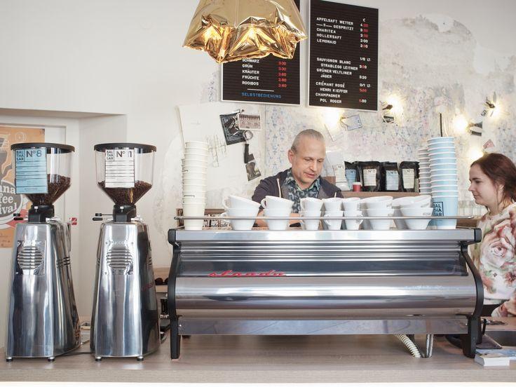 Der zweite Bezirk war bis vor kurzem keine Anlaufstätte um guten Kaffee zu genießen. Eher unscheinbar in der Praterstraße gelegen, hat das Balthasar, mit seinem Chefbarista Otto, dies ganz klar geändert. Das Konzept stimmt, die Qualität hinkt kein bisschen hinterher.