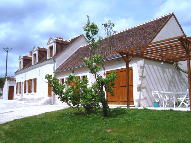 This gite, totally renovated in 2010, takes place in te Loire Valley on the borders of Indre et Loir and Loir et Cher. The region is a real antidote against the tiredness and the stress.  In the surroundings, forests are welcoming and auspicious for walks, the small quiet roads where we circulate peacefully lead to the rich local destinations