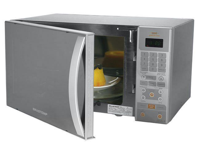 Desengane-se quem pensa que o micro-ondas só serve para aquecer e descongelar os alimentos. Existem algumas receitas muito simples e práticas para fazer no micro-ondas que grande parte das pessoas