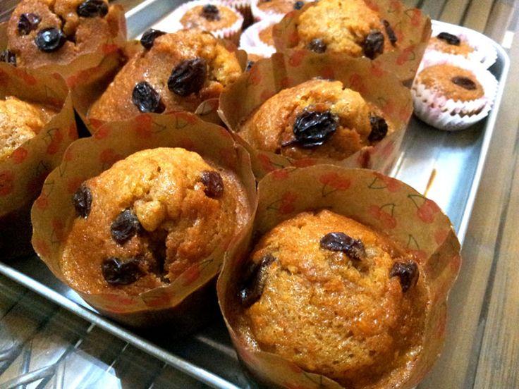 Recept: Suikervrije appeltaart muffins - Bijna iedereen is dol op appeltaart muffins. Het is een heerlijke lekkernij als tussendoortje of bij een kop thee. Gelukkig is het bakken van een paar lekkere muffins erg leuk en kost het weinig tijd. Dankzij Steviala Ery-Pure geniet u bovendien ook nog eens van een paar suikervrije exemplaren, die ook geschikt zijn voor diabetici. [