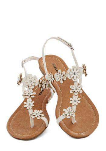 Garden Garland Sandal in White - Flat, White, Flower, Beach/Resort, Fairytale, Summer
