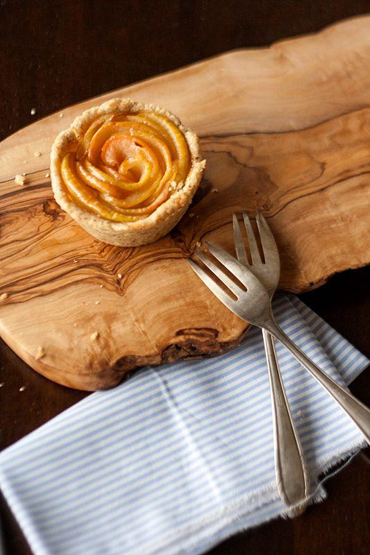 apfelkuchen mal anders, apple rose cake, apfel-rosen-küchlein, rezept, recipe ~ Christina's Catchy Cakes