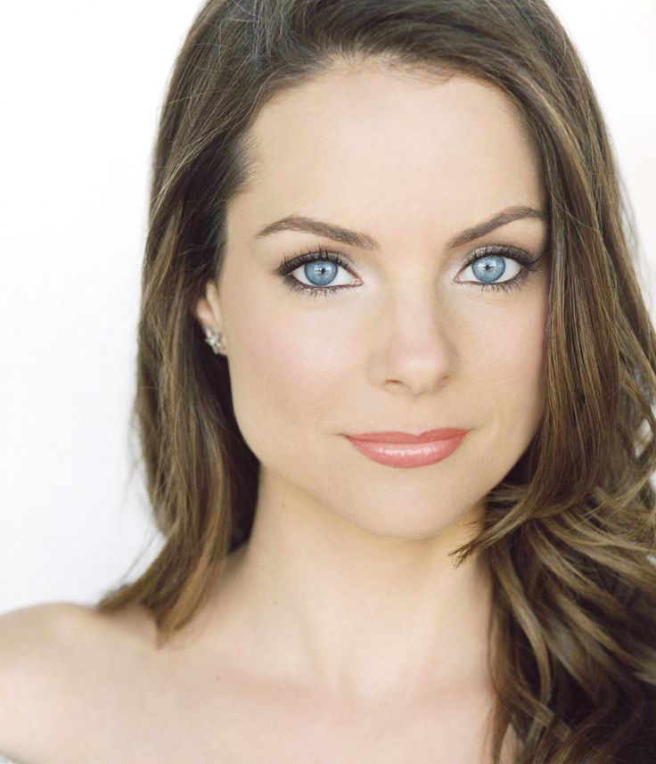 Kimberly Williams! I loved her in Father of the Bride... My all time favorite movie!!