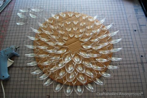 Spoon wreath tutorial. I like how she used clear plastic spoons so you don't have to paint the backs of the spoons.