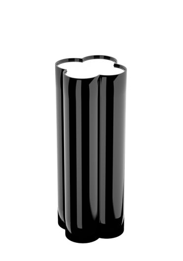 This line's bold yet simple form, a modern take on a classical motif lends itself well to a display plinth. It is straightforward, strong and generous and perfectly complements and cares for the item that it carries. #flowerpower #handmade #plinth #black #interiors #decor #tray #highend #luxury #design #MARIIANIQ #clover #bespoke
