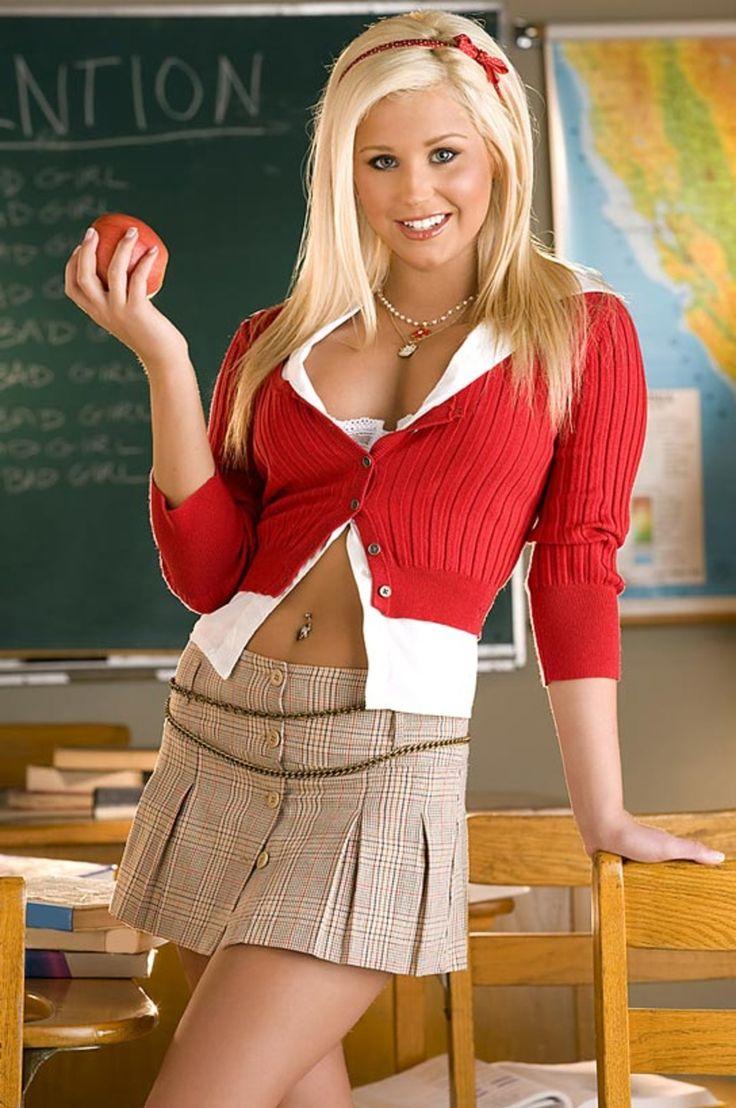 hot-blonde-girl:  Blonde babeBlonde babe Twitter