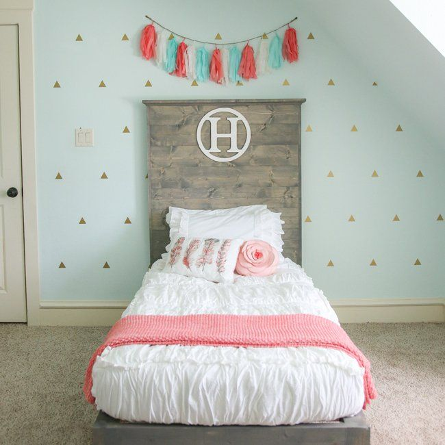 Pretty - DIY Twin Bed, such a great headboard with this Chic White bedding! diy home design - Top Fall Crafts for Monday #crafts #DIY  #crafting #crafts #DIY #handmade #homemade #topdailycraftideas Check more at http://boxroundup.com/2016/10/25/top-fall-crafts-monday-crafts-diy/