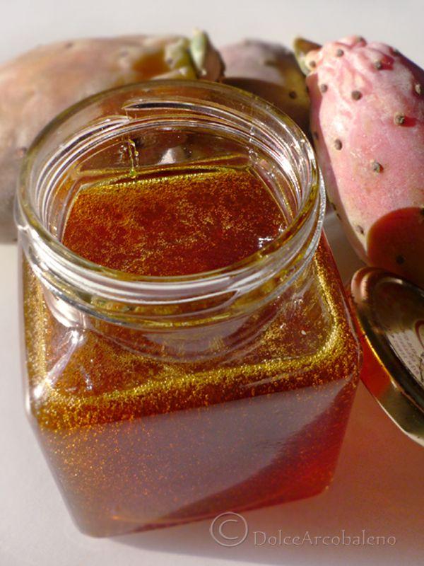 La gelatina di fichi d'india con il suo bellissimo colore d'autunno, ha un gusto…