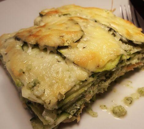 Een lasagne van courgette met als vulling broccoli roomkaassaus en zalm. Als je de zalm weglaat heb je een heerlijke vegetarische lasagne.