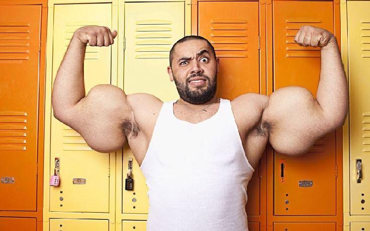 Moustafa Ismail, Égyptien, possède les plus gros biceps du monde.
