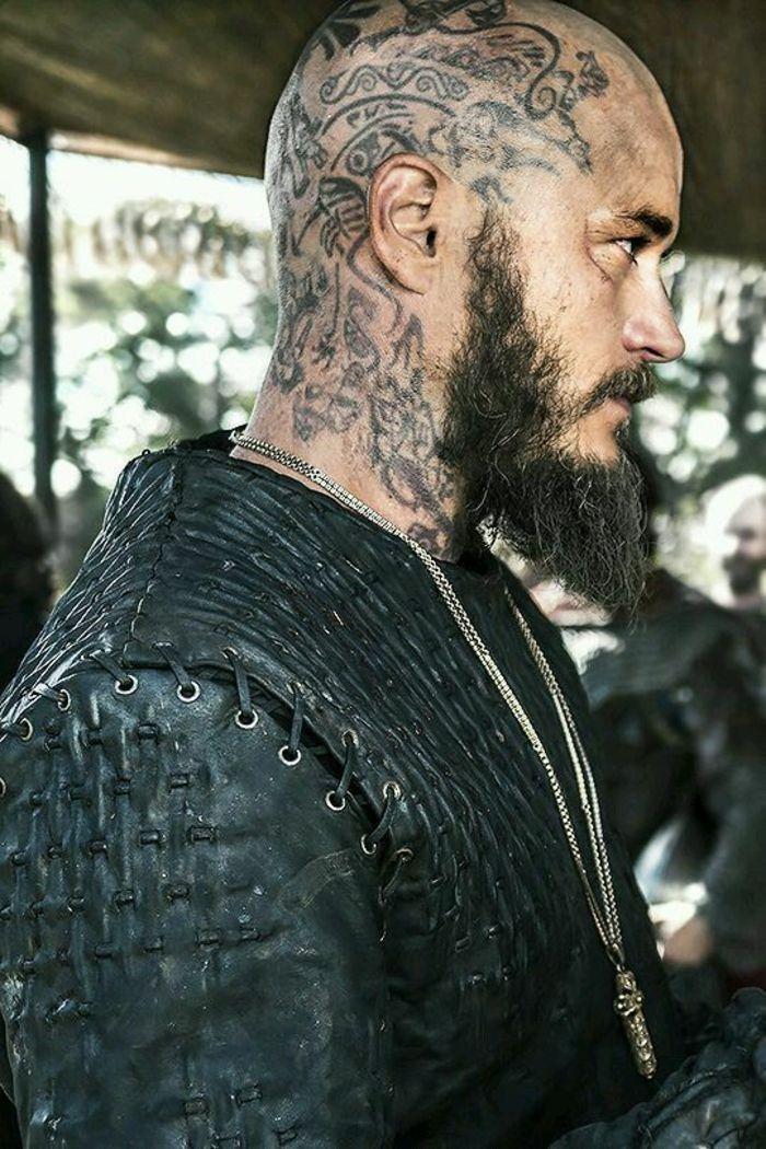 Acteur Les Vikings Tatouage Sur La Tete Tatouage Nordique Signification Beautytatoos Wikinger Tattoo Kopf Tattoo Ragnar Lothbrok