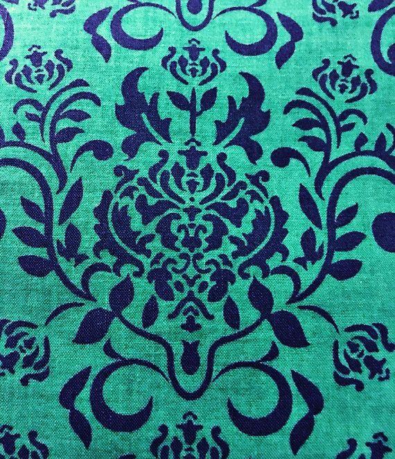 Erstellen Sie wunderschöne Nähen Projekte mit dem Damast Stoff. Hergestellt aus 100 % Baumwolle dieser Stoff ist weich auf der Haut und kann verwendet werden, Schürzen, Handschuhe und vieles mehr zu machen. Dieser zarte Stoff kann in den wunderbaren Quilts und Bettwäsche für Ihr Schlafzimmer eingenäht werden und Farbe kann koordiniert das Dekor angepasst. Einfache Wartung und Maschinenwäsche halten das Gewebe frei von Schmutz. Theme: Damast • Abmessungen: 43 Zoll breit Versicherung: Alle…