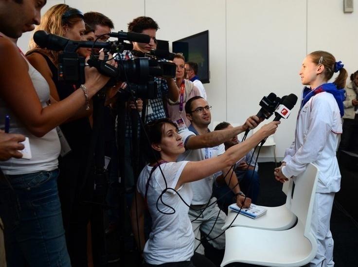 La gymnaste Anne Kuhm, plus jeune et plus petite athlète de la délégation française (15 ans, 1m47), le 25 juillet.