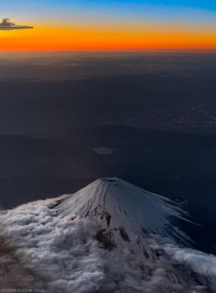 飛行機の窓から撮った富士山05