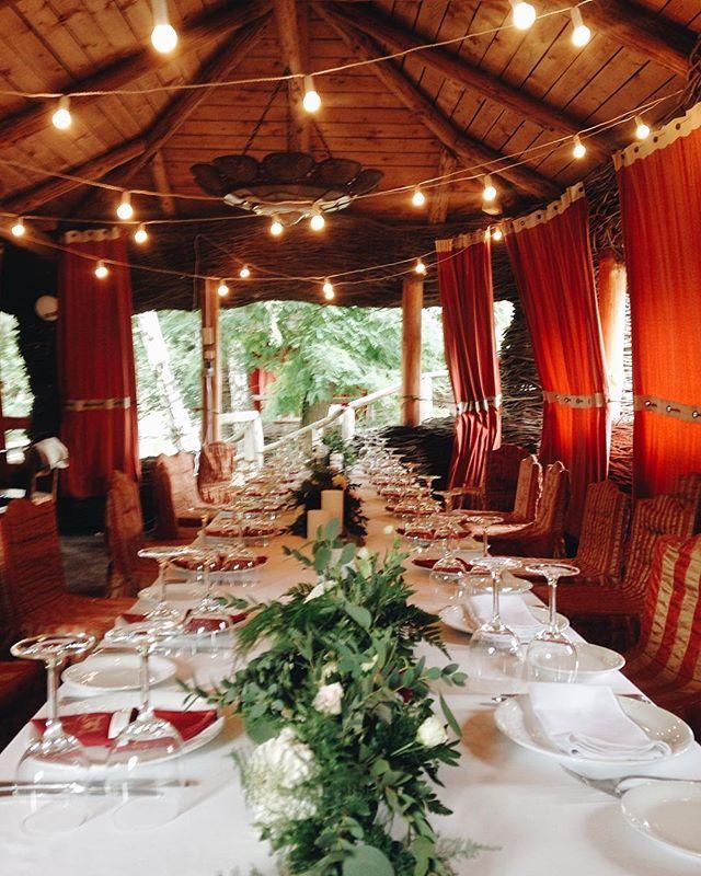 Пока @_coolya_ карентраниться в 1812, у меня тут в Кидеве настоящий Pinterest 💫 #wedding_art_decor #weddingart #wedart #lights #loft #loftlights #venue #greenery #l4l #likeforlike #like4like #follow #followme #weddding #kidev #centerpiece #свадьба #свадьбакиев #флористкиев #лофт #vscoua #vsco #ilovemyjob #спамщицагода